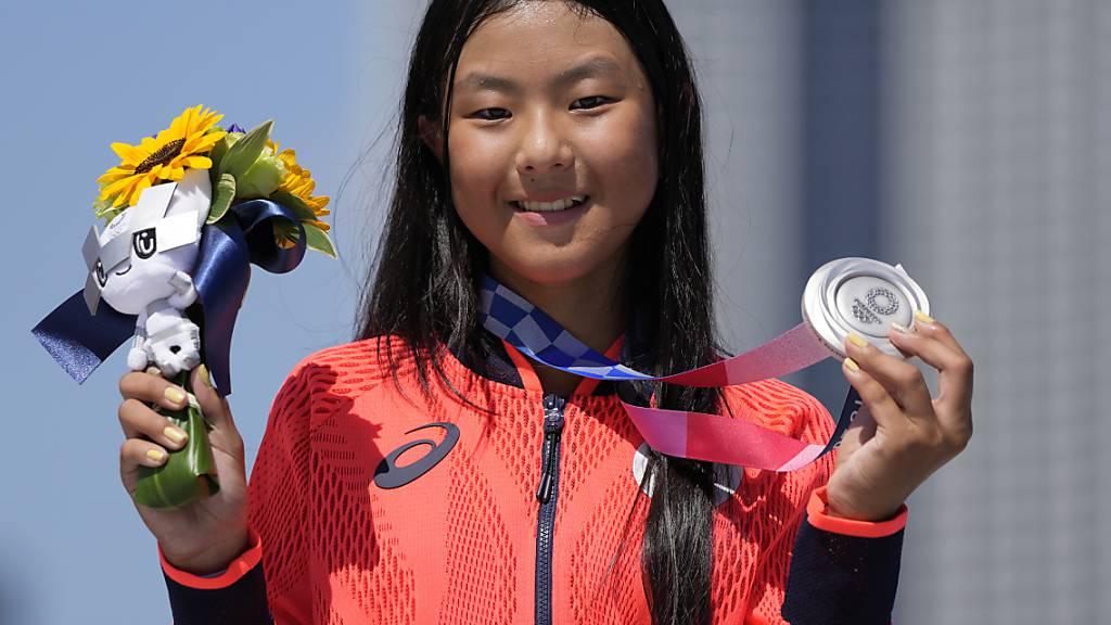 Kokona Hiraki, die jüngste Medaillengewinnerin der Olympischen Spiele