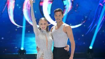 """Moderatorin Jenny Elvers und der Schweizer Eiskunstläufer Eiskunstläufer Jamal Othman: Elvers hatte sich beim Training eine Rippe gebrochen und bangt nun um die Teilnahme an der Show """"Dancing on Ice"""" am Freitag."""