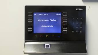 Schweizer Arbeitnehmende sehen die Möglichkeiten zur Gestaltung ihrer Arbeitszeit schwinden. (Symbolbild)