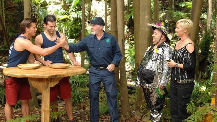 Jay Khan (2.v.l.) und Thomas Rupprath (l.) hatten an Tag 10 die Dschungelprüfung zu bestehen.