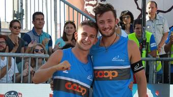 Yves Haussener (l.) und Leo Dillier freuen sich über ihren Erfolg.