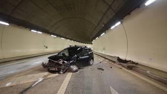 In der Nacht auf Sonntag ereignete sich einen Autounfall auf der Autobahn in der Nähe von Basel. Die alkoholisierte Lenkerin wurde leicht verletzt.