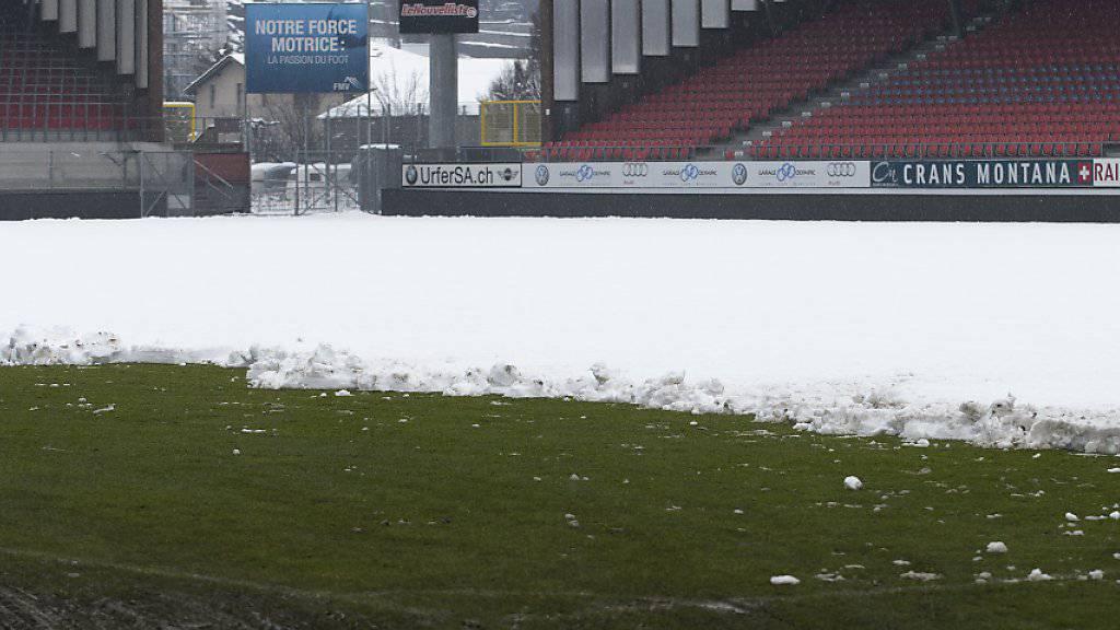 Hier ein Bild vom Sittener Tourbillon. Schnee kann dem Fussball einen Strich durch die Rechnung machen - wie jetzt in Lugano
