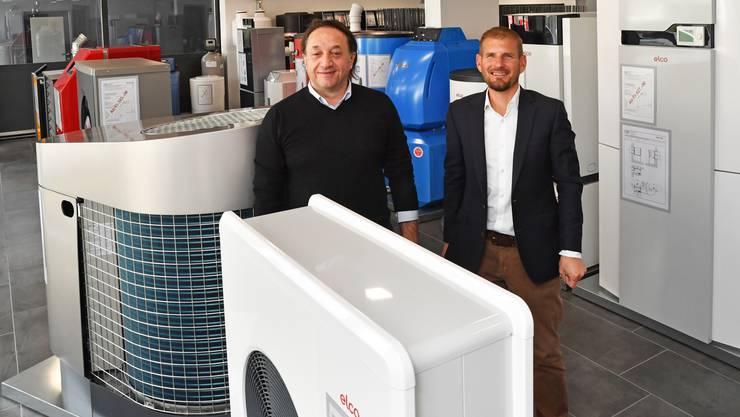 Salvatore Fischetti (links) und Nick Sterchi im Showroom der Fisa Heizung und Sanitär in Starrkirch-Wil.