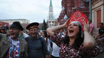Plötzlich durfte öffentlich gefeiert werden, ohne Befehl von oben: Russische Fussballfans in Moskau.