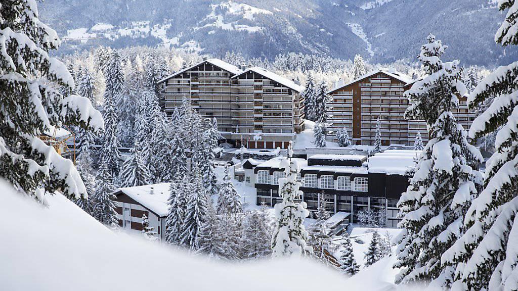 Der Kauf von Zweitwohnungen durch Ausländer ist laut der Walliser Regierung seit der Annahme der Weber-Initiative, aber auch wegen dem starken Schweizerfranken zurückgegangen. Im Bild: Crans-Montana VS
