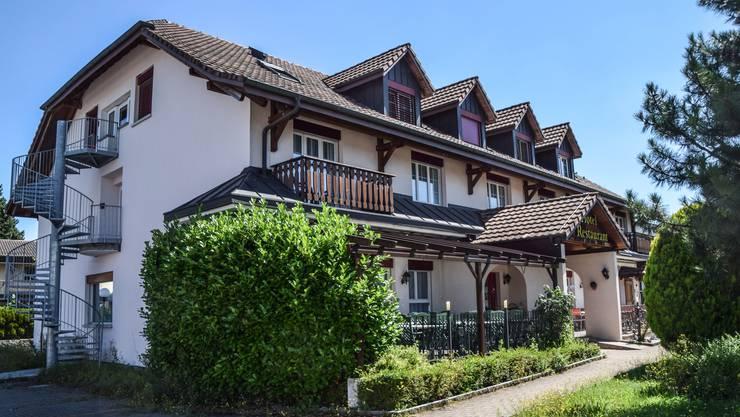 Wird nun doch nicht zur Asylunterkunft umfunktioniert: Das Hotel Schönau in Wohlen.