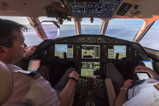 So sieht es im Cockpit des Bundesratsjets aus: Die Dassault Falcon 900  2015 auf dem Weg zu einem Staatsbesuch in Äthiopien.