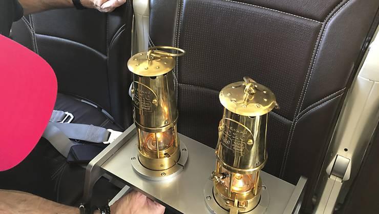 Der Transport der Olympischen Flamme von Athen nach Zürich in einem Swiss-Flugzeug.
