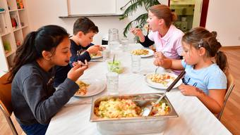 Mitarbeiterin der «easy-kid-care» Martina Hauri koordiniert den Mittagstisch für Primarschüler in Egerkingen jeweils Montag, Dienstag und Donnerstag