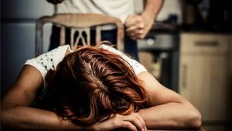 """""""Die Initianten, alles Männer, hoffen wohl, dass sich die Opfer, meist Frauen, seltener bei der Polizei melden"""", sagte Davide Loss (SP, Adliswil)."""