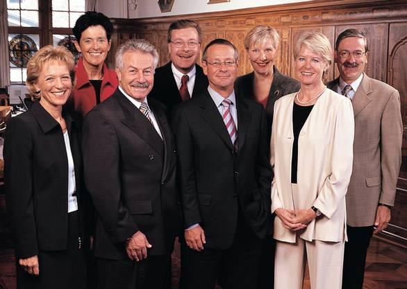 Die Regierung 2003: (v.l) Rita Fuhrer (SVP), Dorothée Fierz (FDP), Ruedi Jeker (FDP), Markus Notter (SP), Christian Huber (SVP), Regine Aeppli (SP), Verena Diener (Grüne), Staatsschreiber Beat Husi.