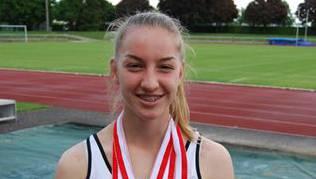 Lenja Heusser freut sich über vier Medaillen
