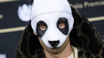 Der Rapper Cro (Carlo Waibel) hat Mühe mit den sozialen Medien. Das Bild zeigt ihn 2016 in seiner typischen Bärenmütze am Zurich Film Festival. (Archiv)
