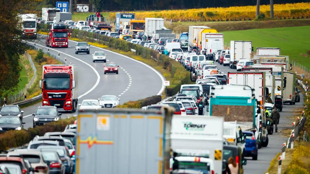 Der Lastwagenverkehr nimmt ab – aber nicht so deutlich, wie er eigentlich sollte