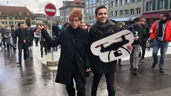 Schneller Sammelerfolg für Autorin Sibylle Berg und Dimitri Rougy vom Referendumskomitee: einen Monat vor Ablauf der Frist sind bereits rund 55'000 Unterschriften beisammen. Nötig sind 50'000.