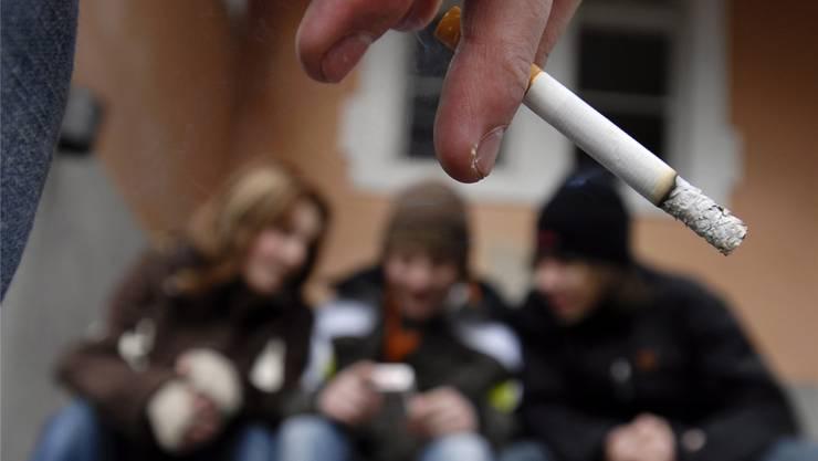 Junge Lernende, die nicht rauchen, werden belohnt. bar