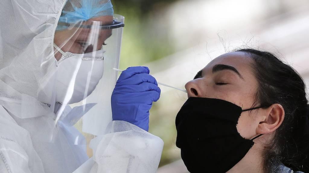 Roche erhält US-Zulassung für kombinierten Corona- und Grippetest