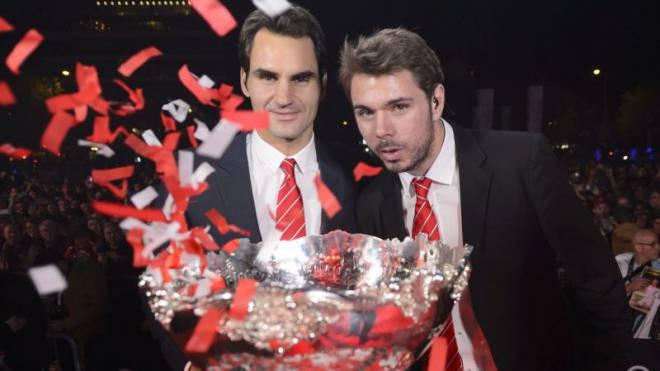 Löst sich die Euphorie schon bald in Luft auf? Roger Federer und Stanislas Wawrinka während der Feierlichkeiten nach dem Davis-Cup-Triumph im vergangenen November. Foto: Keystone