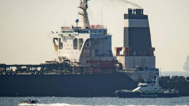 Ein Patrouillenboot der britischen Marine stoppte am 4. Juli einen Supertanker mit iranischem Öl in der Nähe Gibraltars. Nun sollen iranische Militärschiffe versucht haben einen britischen Öltanker zu stoppen. (Bild: Marcos Moreno /AP Keystone)