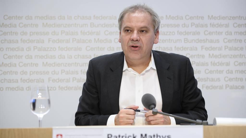 Einreiseverbot und rückwirkende Quarantäne für Personen aus Grossbritannien und Südafrika: Patrick Mathys und weitere Experten des Bundes informieren ab 15 Uhr.