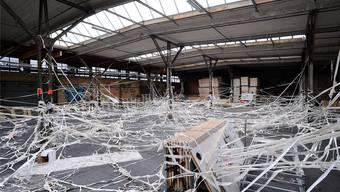 Spuren der Verwüstung in einer Halle auf dem NT-Areal nach der illegalen Party.