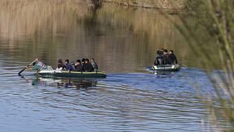 Migranten auf Gummibooten auf dem Rio Grande an der Grenze zwischen Mexiko und dem US-Bundessaat Texas. (Archivbild)