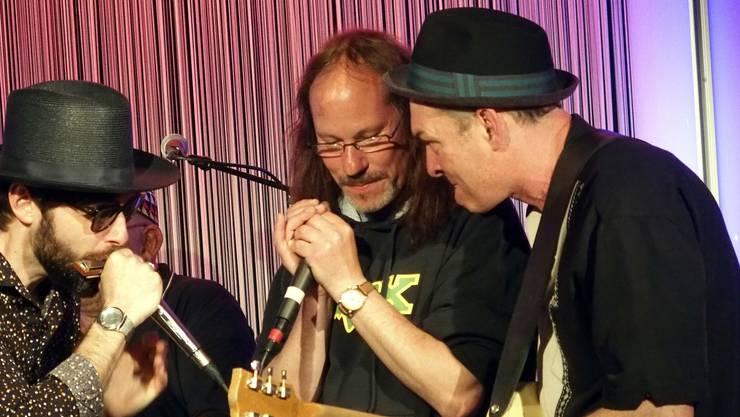 Nic Niedermann (rechts) und Musiker vom Bluesfestival Baden jammten im Joy gemeinsam auf der Bühne.