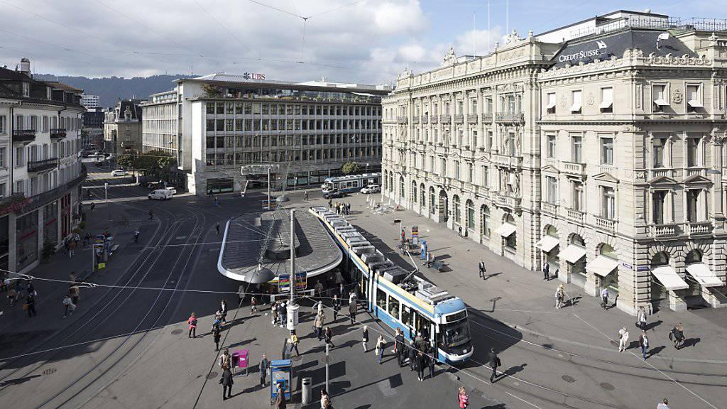 Die zwei Schweizer Grossbanken UBS und Credit Suisse haben von den amerikanischen Aufsichtsbehörden ihre Abwicklungspläne in einem Krisenfall genehmigt bekommen. (Archivbild)