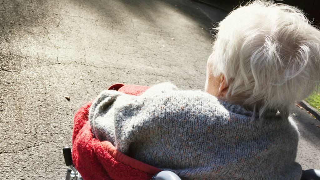 Pfleger vergeht sich an demenzkranker Bewohnerin