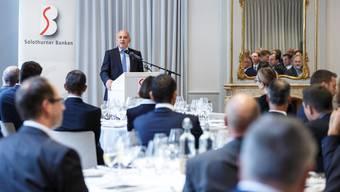 Ueli Maurer referiert vor Solothurner Bankern über die Aussichten für den Finanzplatz Schweiz.