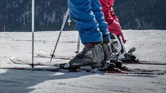 Skischuhe: In Ischgl ab 20 Uhr zu laut und zu gefährlich.