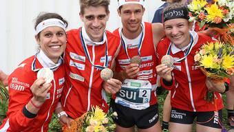 WM-Bronze gewonnen: die Schweizer Sprintstaffel mit (v. l.)Elena Roos, Florian Howald, Martin Hubmann und Sabine Hauswirth