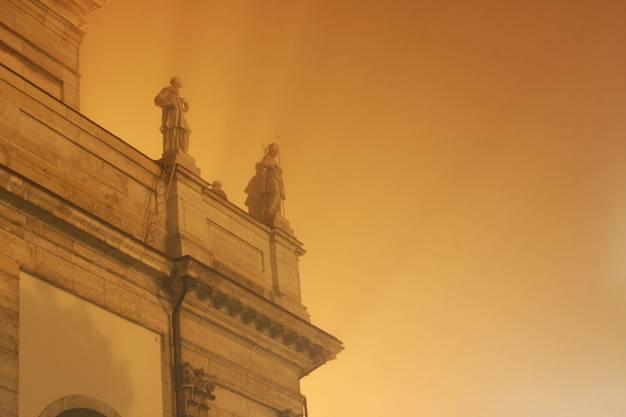 Nebel, Licht und die St.Ursenkathedrale