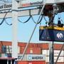 Einige der importierten Gütern – zum Beispiel am Hafen Basel – sind im Januar 2020 leicht teurer geworden.