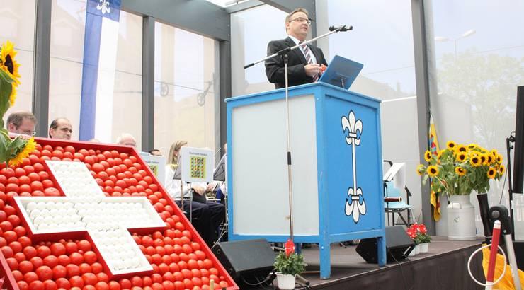Dietikon - Pfarrer Kurt Vogt sprach zur Festgemeinde auf dem Kirchplatz