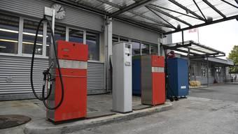 Der Tankautomat in der Mitte muss ersetzt werden.