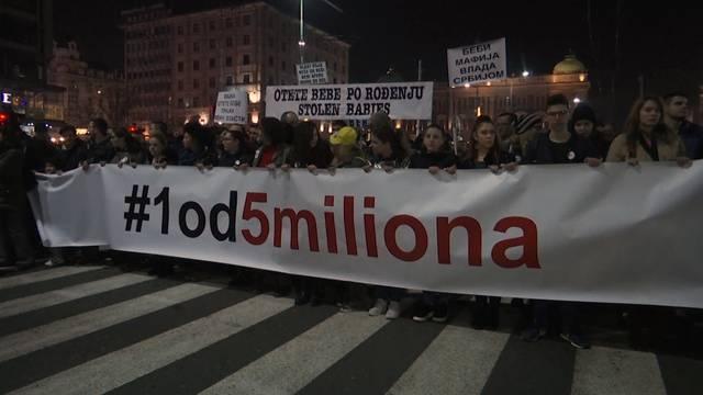 Zehntausende Serben gehen gegen Präsident auf die Strasse