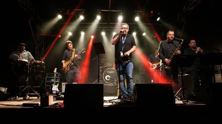 Die Luzerner Band Bluecerne heizte dem Publikum mit einem Mix aus Blues und Soul ein.