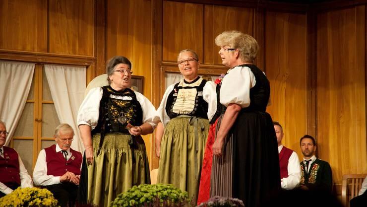 Die vier Jodlerinnen singen das für ein Terzett komponierte Jodellied «Troscht».