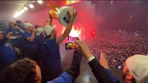Die Fans strömen zu Tausenden zur Bossard Arena