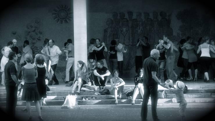 Die Saison am Petersplatz ist mit dem Sommer nun auch zu Ende. Dafür geht es weiter mit Vortrag plus Milonga im Musikwissenschaftlichen Institut am Petersgraben.