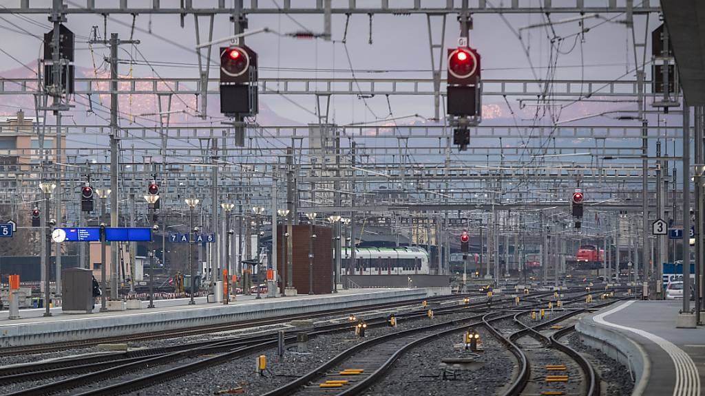 Mann durch Stromschlag im Bahnhof Chiasso schwer verletzt