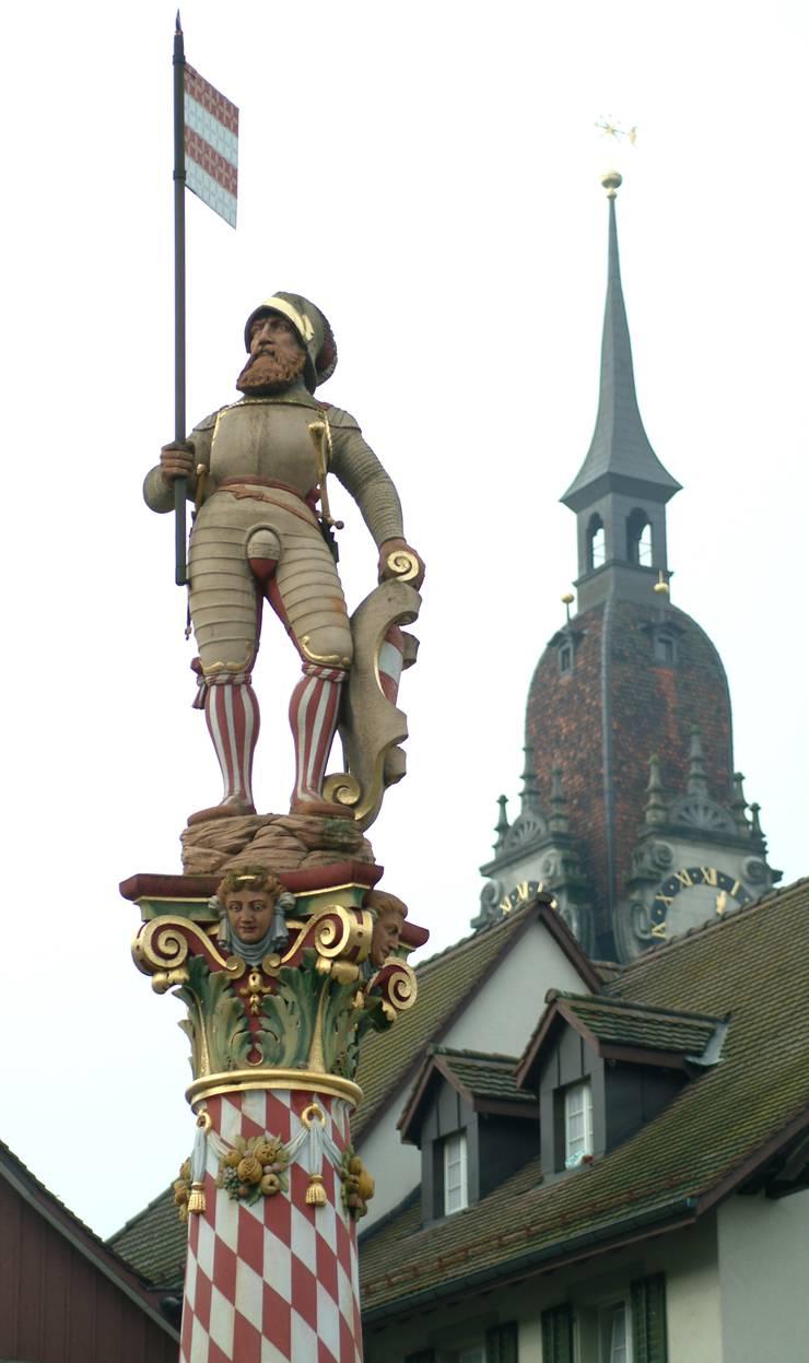 Der Niklaus-Thut-Brunnen ist das Wahrzeichen von Zofingen. Thut Brunnen Silvesterspiel.