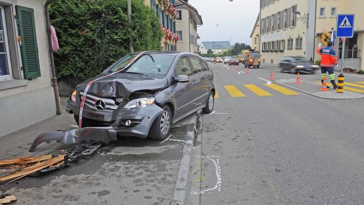 Jogger von Auto angefahren und verletzt
