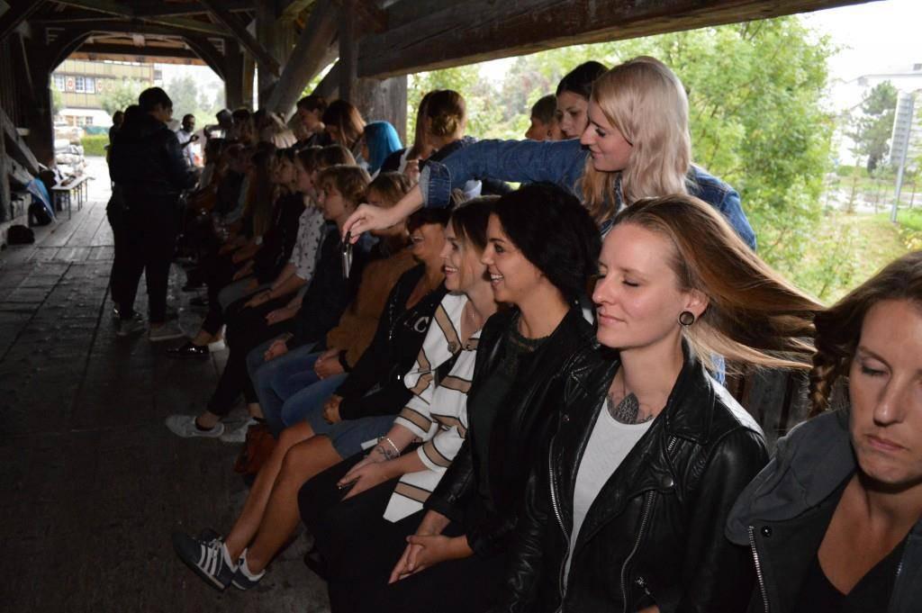 32 Zöpfe an 33 Frauen (© zvg)