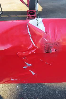 Die Eigentümer des Doppeldeckers entdeckten den Schaden erst am Sonntag und erstatten eine Anzeige.