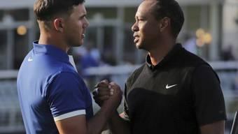 Bekommt Brooks Koepka vom ausgeschiedenen Tiger Woods noch ein paar Tipps?