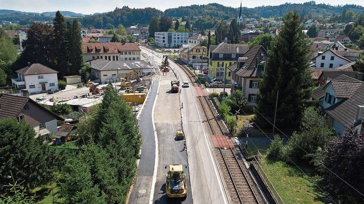Ab Mitte August soll in Seon auch noch die Fahrbahn Richtung Hallwil saniert werden.