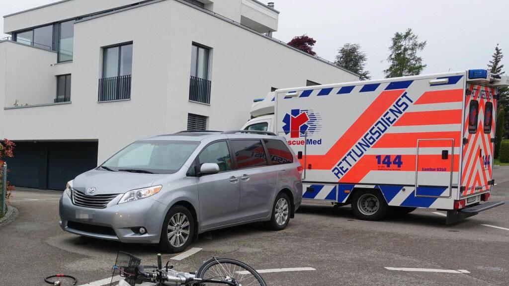 Beim Zusammenstoss mit einem Auto ist  in Bottighofen eine 82-jährige E-Bike-Fahrerin verletzt worden.